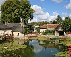 The village of Azay-le-Rideau 0710