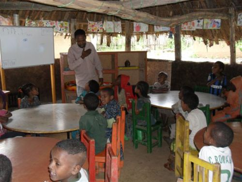 Mr Belete teaches the Grade 1s about parts of the human body – the chest